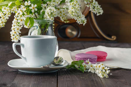 flavorsome: Kettle and cups with spring flowers Stock Photo