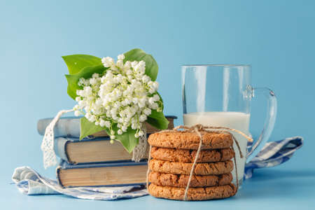 wild oats: Oat cookies and milk.