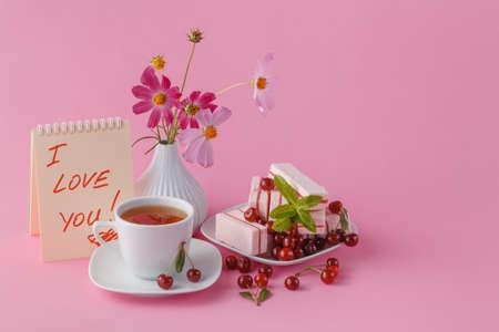 desayuno romantico: desayuno romántico para su novia con el caramelo de fruta de la cereza