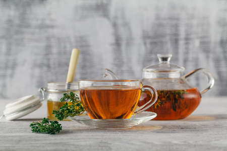 water thyme: Thyme tea with honey