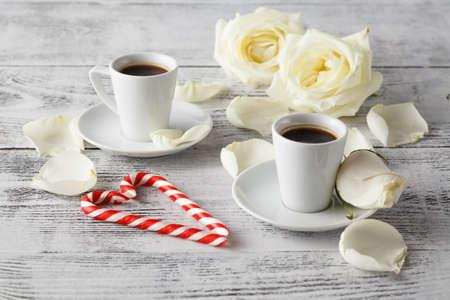 desayuno romantico: Romantic breakfast coffee with white rose Foto de archivo