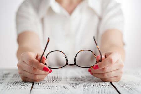 Retrato de la mujer de negocios de alto con gafas. Foto de archivo - 78976464