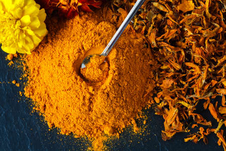 Turmeric powder over slate background Standard-Bild