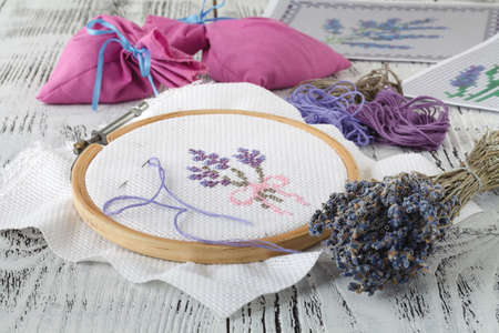 Embroidery bouquet of lavender and tools of needlework Stockfoto