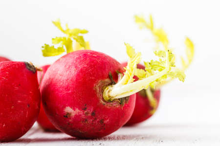 Close-up of ugly but natural fresh radishes Banque d'images - 120598164