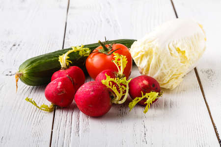 Close-up of ugly but natural fresh radishes Banque d'images - 120598227