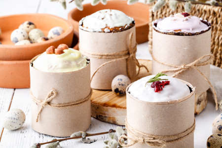 Kulich cake with young green sprigs, symbol of Traditional Russian Orthodox Easter cake Imagens - 121662585