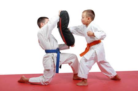 artes marciales: Atletas ense�an brazo pu�etazo en el simulador Foto de archivo