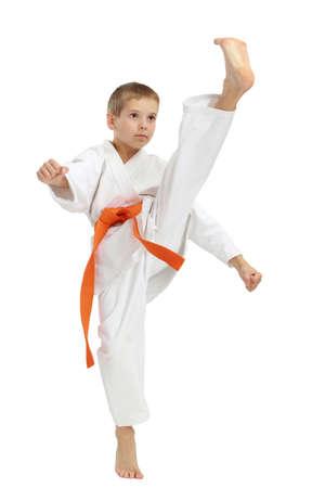 Direkter Freistoß Fuß schlagen die Sportler in einem Kimono