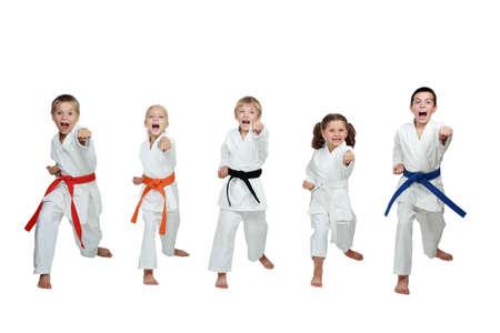 arte marcial: Cinco atletas con ponche manos