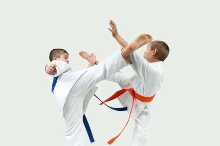 Children Athletes beating blows mavashi geri on meet each other Archivio Fotografico