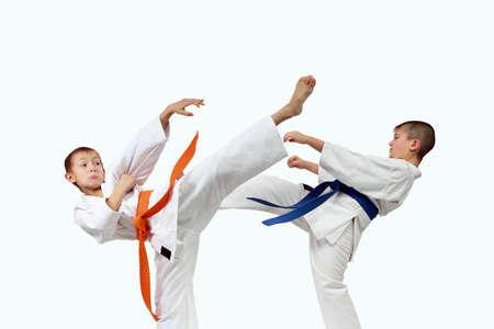 jiu jitsu: Athletes in karategi are beating karate blows