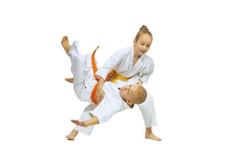 Das Mädchen wirft den Jungen Wurf Judo Lizenzfreie Bilder