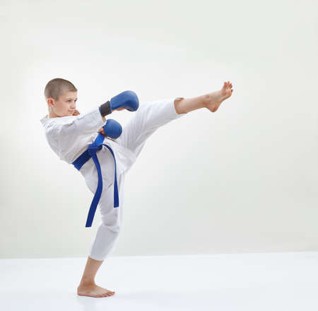 overlays: High kick leg the athlete is beating with blue overlays on hands