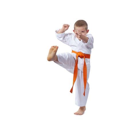 The athlete beats a kick leg