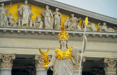 angel de la independencia: Majestic statue of a woman in golden armor with spear Foto de archivo