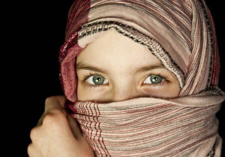 Little girl muffled in a shawl Imagens