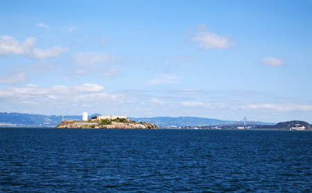 Isla de Alcatraz en San Francisco Bay, California photo