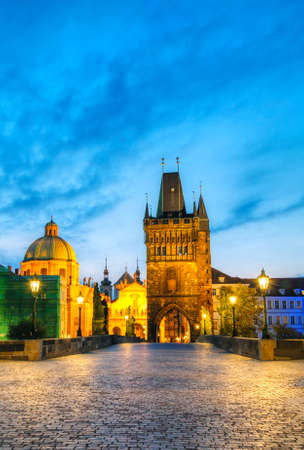 Charles bridge in Prague, Czech Republic early in the morning 版權商用圖片