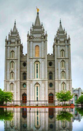 salt lake city: Templo de mormones en Salt Lake City, UT en la noche Foto de archivo