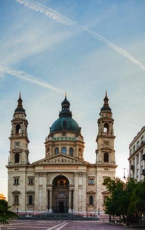 stephen: Basilica di Santo Stefano a Budapest, Ungheria al mattino