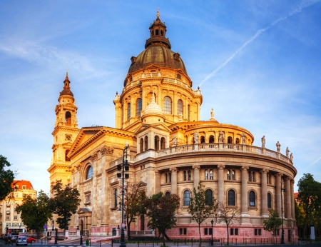 saint stephen cathedral: St. Stephen basilica in Budapest, Hungary in the morning
