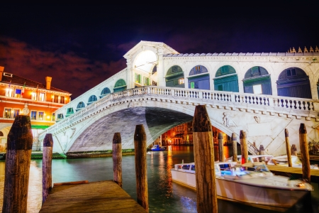 Rialto Bridge (Ponte Di Rialto) in Venice, Italy at night time Stock Photo - 18012039