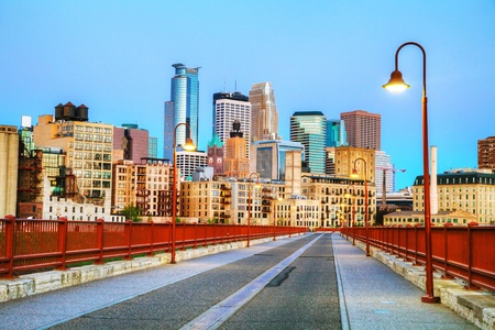 mississippi river: Downtown Minneapolis, Minnesota at night time as seen from the famous stone arch bridge Stock Photo