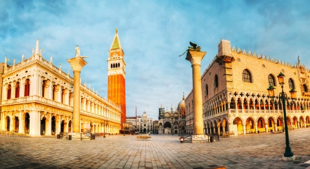 at town square: Panoramic view to San Marco square in Venice, Italy early in the morning Stock Photo