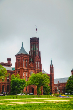Smithsonian Institution Building (the Castle) in Washington, DC in the morning Редакционное
