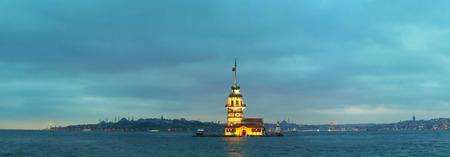 일몰 시간 이스탄불, 터키에서 메이든의 섬. 파노라마 개요