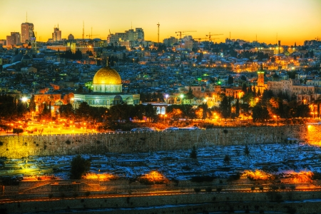 Overview of Old City in Jerusalem, Israel with The Golden Dome Mosque Фото со стока - 25267751