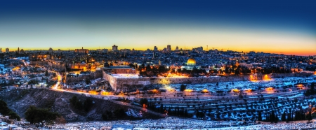 jewish town: Overview of Old City in Jerusalem, Israel with The Dome of the Rock Mosque
