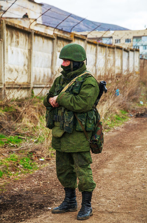 invade: PEREVALNE, UKRAINE - MARCH 5  Russian soldier on March 5, 2014 in Perevalne, Crimea, Ukraine  On February 28, 2014 Russian military forces invaded Crimea peninsula