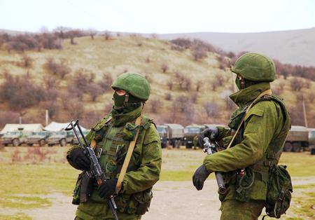 invade: PEREVALNE, UKRAINE - MARCH 4  Russian soldiers on March 4, 2014 in Perevalne, Ukraine  On February 28, 2014 Russian military forces invaded Crimea peninsula  Editorial