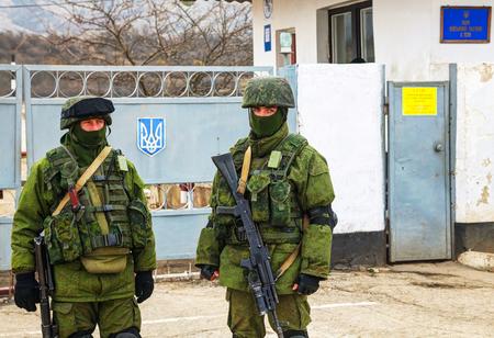 invade: PEREVALNE, UKRAINE - MARCH 4  Russian soldiers on March 4, 2014 in Perevalne, Crimea, Ukraine  On February 28, 2014 Russian military forces invaded Crimea peninsula