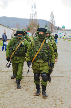 invade: PEREVALNE, UKRAINE - MARCH 5  Russian soldiers marching on March 5, 2014 in Perevalne, Ukraine  On February 28, 2014 Russian military forces invaded Crimea peninsula  Editorial