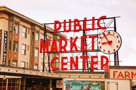 pike place market sign: SEATTLE - MAY 9: Famous Pike Place market sign on May 9, 2014 in Seattle, WA. The Market opened in 1907, and is one of the oldest continuously operated public farmers markets in the US. Editorial