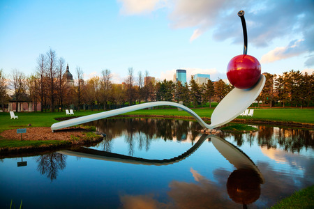 mn: MINNEAPOLIS - MAY 14: The Spoonbridge and Cherry at the Minneapolis Sculpture Garden on May 14, 2014 in Minneapolis, MN. It is one of the largest urban sculpture gardens in the country, with 40 permanent art installations and several other temporary piece