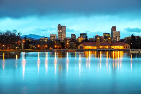 denver co: El centro de Denver, Colorado, en la ma�ana como se ve desde City Park Foto de archivo