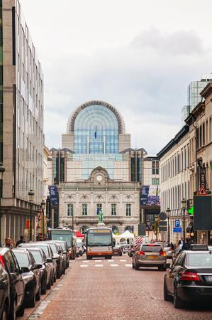 BRUSSEL - 6 oktober 2014: Rue de Luxembourg Rue de Luxembourg met het oog op het Europarlement op 6 oktober 2014 in Brussel, België. Het Europees Parlement is de rechtstreeks verkozen parlementaire instelling van de Europese Unie (EU).