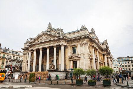 abbreviated: BRUXELLES - 6 ottobre 2014: costruzione Borsa di Bruxelles il 6 Ottobre 2014 a Bruxelles, in Belgio. Abbreviato alla BSE, � stata fondata a Bruxelles, con decreto di Napoleone nel 1801.