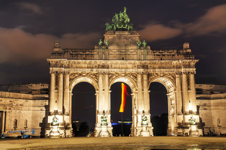 triumphal: Triumphal Arch in Brussels at night time