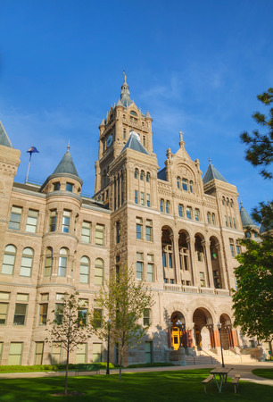 city and county building: Salt Lake City and County Building on a synny day