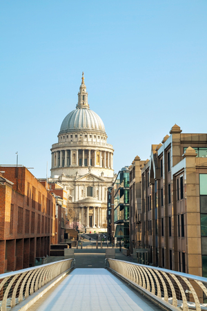 saint pauls cathedral: Saint Pauls cathedral in London, United Kingdom in the morning