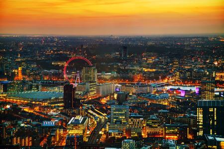 Luchtfoto overzicht van Londen bij de zonsondergang tijd