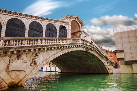 rialto bridge: Rialto bridge (Ponte di Rialto) in Venice, Italy