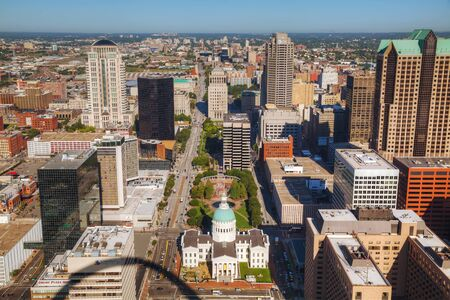 st  louis arch: ST LOUIS, MO, USA - AUGUST 26: Downtown St Louis, MO with the Old Courthouse on August 26, 2015 in St Louis, MO, USA. Editorial