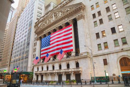 NUEVA YORK - 5 de septiembre: edificio de la Bolsa de Nueva York el 5 de septiembre de 2015, de Nueva York. El suelo Bolsa de Nueva York se encuentra en 11 Wall Street y se compone de 4 habitaciones utilizadas para la facilitación del comercio. Foto de archivo - 53423088