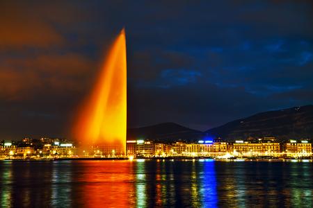 Fontaine d'eau de Genève (Jet d'Eau) la nuit